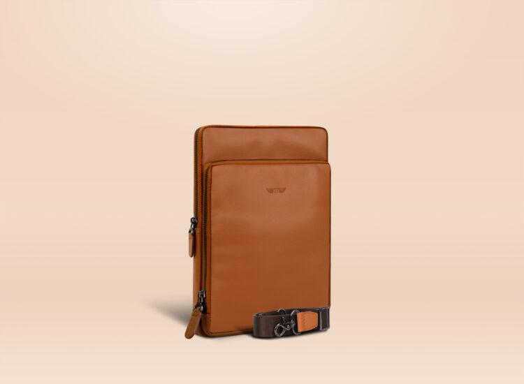 Berto Universal Tablet Bag Brown Perspective
