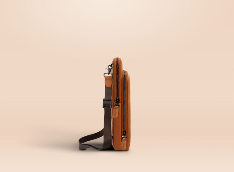 Berto Universal Tablet Bag Brown Side