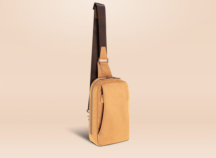 Alfonso Day Trip Crossbody Bag Brown Perspective